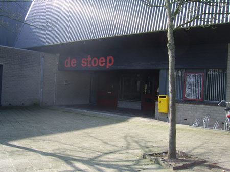 De Stoep stroomt vol met 250 volleyballende schoolkinderen